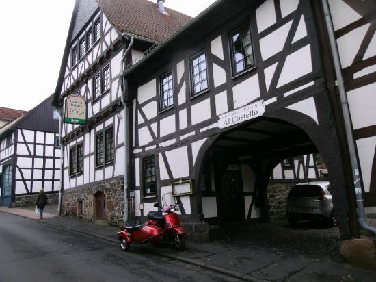 Grunberg, Tyskland: Eingang zum Restaurant und Garten
