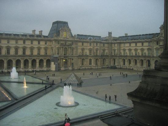 Vue depuis les fen tres du louvre3 picture of musee du for Fenetre louvre