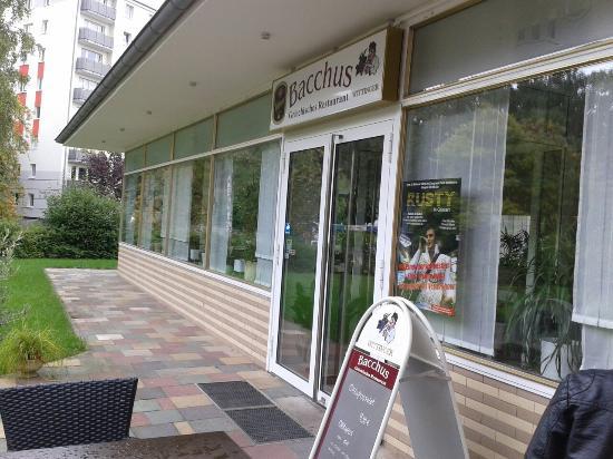 Restaurant Bacchus: Gyros in Metaxasoße , Außenansicht