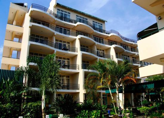 Ryan's Bay Hotel: Hotel Exterior