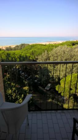 Hotel Beau Rivage Pineta: vista mare dalla stanza 508 (ultimo piano di 5)