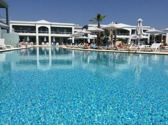 TUI BLUE Lagoon Princess: Myles pool - Much more peaceful!