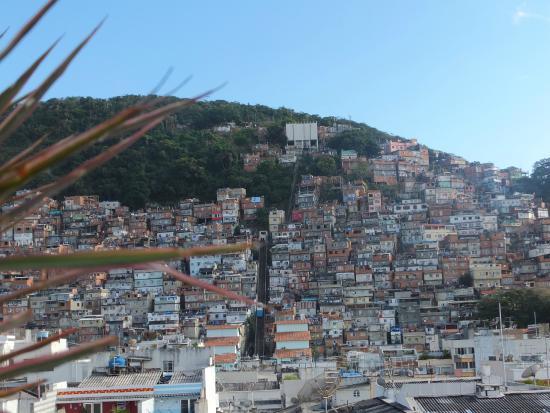 South American Copacabana Hotel: Vista della Favelas all'ultimo piano dell'Hotel
