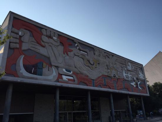 Instituto Tecnológico de Estudios Superiores de Monterrey (ITESM): El mural, por la mañana