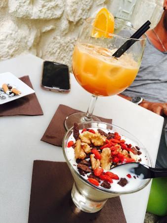 La Mela Bacata Lounge Bar: Posto magico e suggestivo  Cocktail buonissimi Yogurt da provare assolutamente