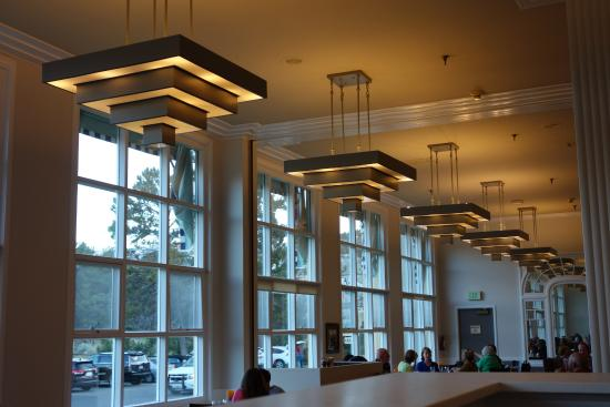simple art deco interior - picture of mammoth hot springs dining