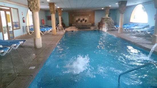 Piscina climatizada fotograf a de playaballena spa hotel for Hoteles con piscina climatizada