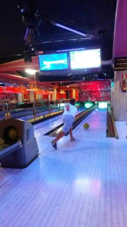 Cesar's Bowling & Bar: Nice,modern and welcome airconditioning