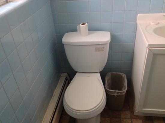 Americas Best Value Inn & Suites: Bathroom