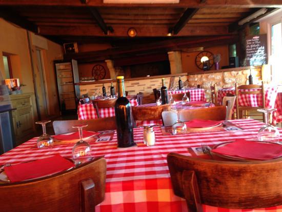 Coutras, Франция: salle de restaurant