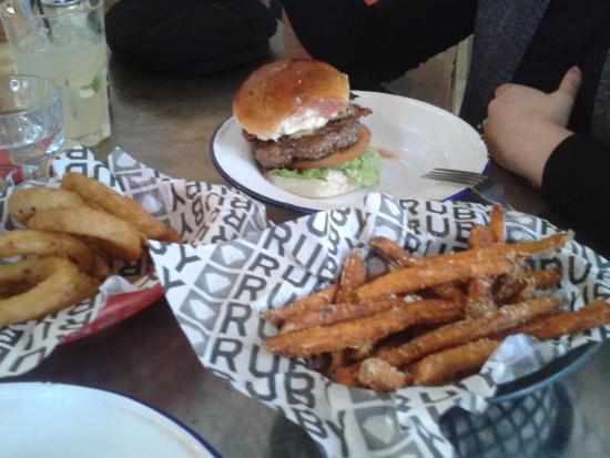 RUBY Modern Diner: Burger