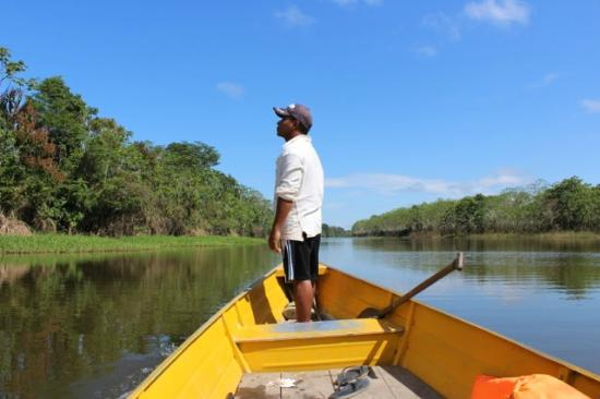 Otorongo Expeditions Jungle Lodge : Luis spotting birds and wildlife for us