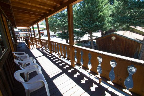 Sitzmark Lodge: Thunderbird Lodge 1/2 block West of Sitzmark Sports and Lodge