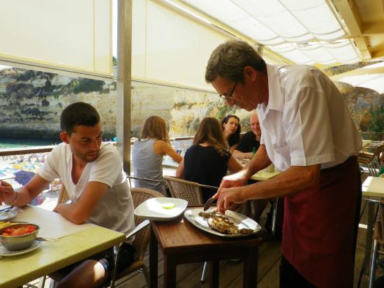 Pestana Viking: Рыба барабулька очень хороша в ресторане на пляже!