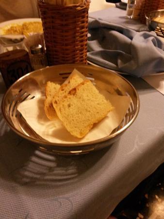 Hotel Bristol: Pane a tavola per 3 persone