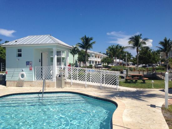 Islander Bayside Townhomes: Pool - small but great setting