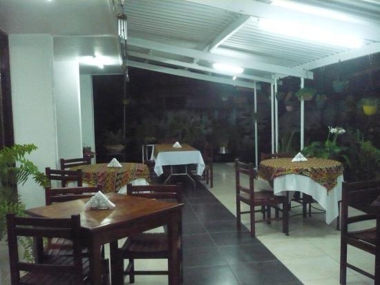 Residencial Hoyo Hoyo: Hoyo Hoyo restaurant outside