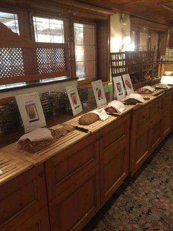 Hotel Alpenblick: Bread on the buffet