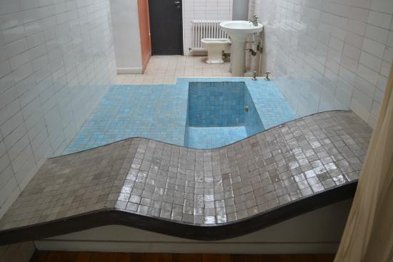 Salle de bain de m et mme savoye photo de villa savoye - Salle de bain villa savoye ...