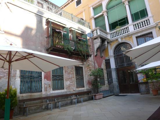 Istituto San Giuseppe: Inner Courtyard