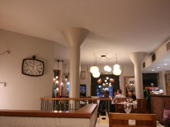Restaurante la campana en barcelona con cocina for Restaurante la campana barcelona
