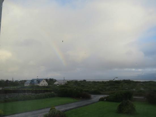 Radharc Arainn B&B: Vista dalla nostra camera del mare e dell'arcobaleno