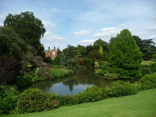 Sandringham House: Sandringham over lake