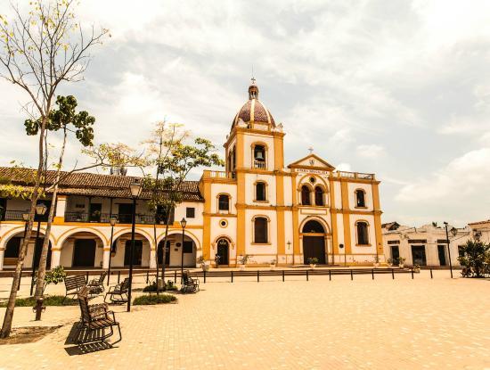 La plaza de la concepcion picture of la casa amarilla for Casa amarilla la serena