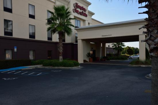 Hampton Inn & Suites Pensacola I-10 North at University Town Plaza: Clean grounds