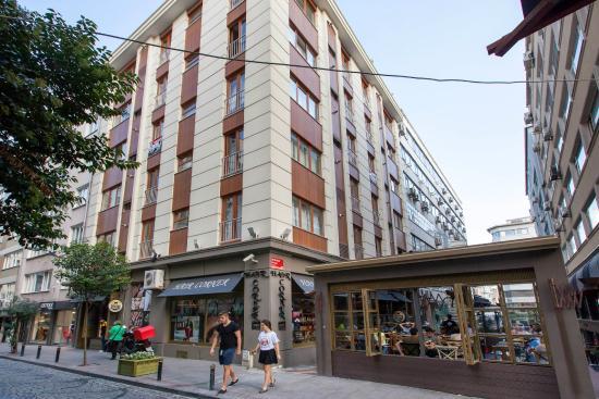 Nisantasi Flats: Our Building