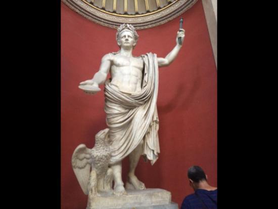 Sistine Chapel: Statue