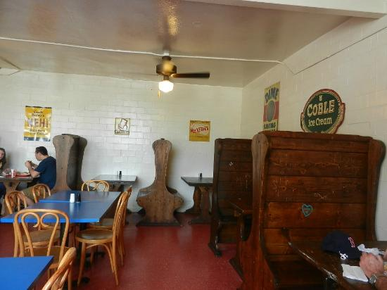 Yarborough's Homemade Ice CRM: Quaint dining room with old wooden booths
