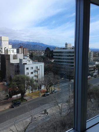 Diplomatic Hotel: Una vista desde la habitación hacia la calle Emilio Civit