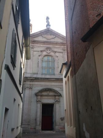 La facciata della chiesa di San Bernardino, Abbiategrasso