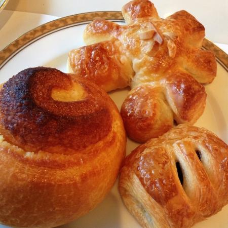 Takeout Corner Chef's Garden Camellia: オークラのパン