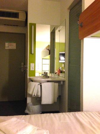 Ibis Budget Bremen City Süd: Ein ungewöhnliche Waschstätte mitten im Raum