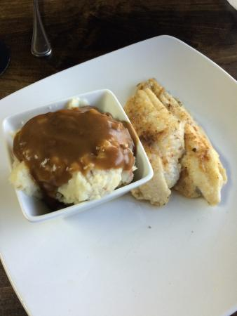 Booneville, MS: Fried mushrooms and grilled catfish with mashed potatoes