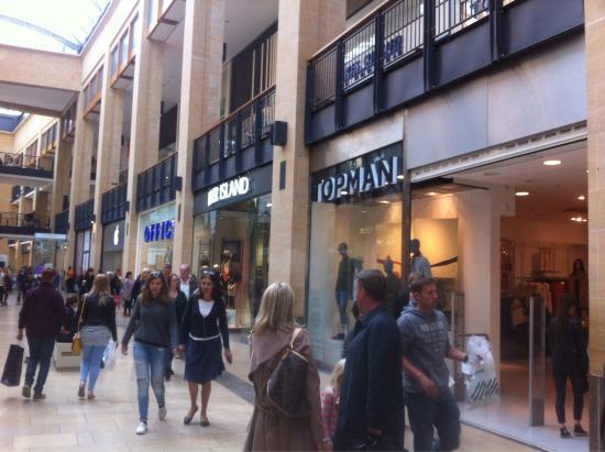 Cambridgeshire, UK: Ótimas lojas, ótimos café e fácil de chegar