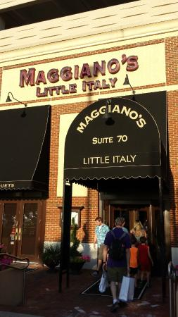 Maggiano's Little Italy: Maggiano's Hackensack Restaurant - Entrance Close View