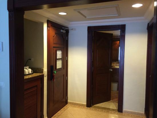Hotel Riu Palace Las Americas: foyer/bathroom