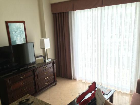 Hotel Riu Palace Las Americas: living room area of suite