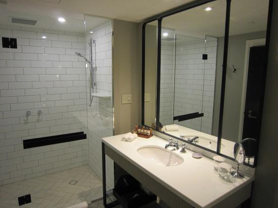 Amazing Mayfair Hotel: Deluxe King Bathroom