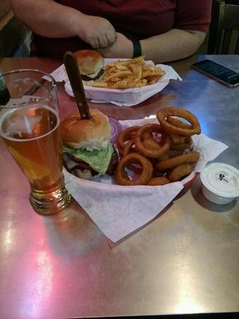 Buster's Burgers and Brew: photo0.jpg