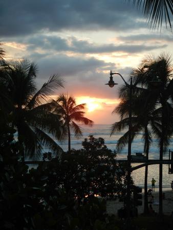 Tiki's Grill & Bar: Great Sunset