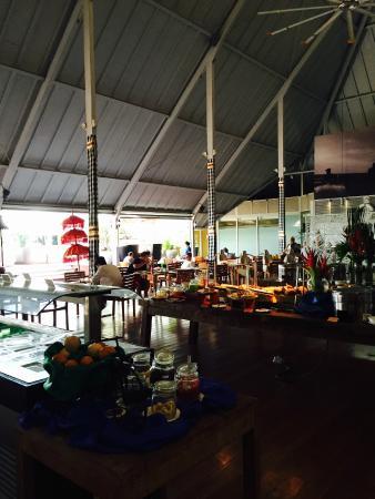 AsianLifer 005 Dining room... open air, natural light