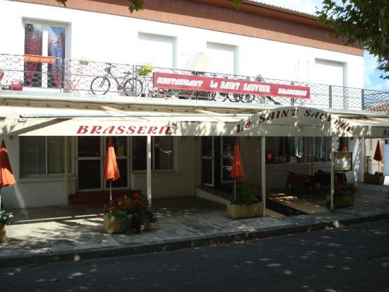 Saint-Sauveur, Франция: La Façade du Restaurant.