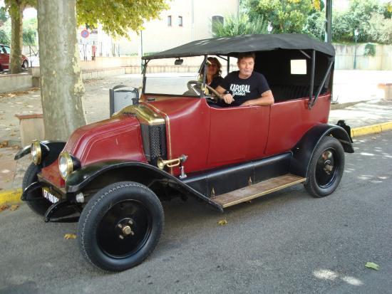 Saint-Sauveur, Франция: La Renault 12 ch. de 1920