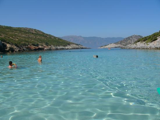 Acque cristalline - Picture of Livadaki Beach, Samos ...