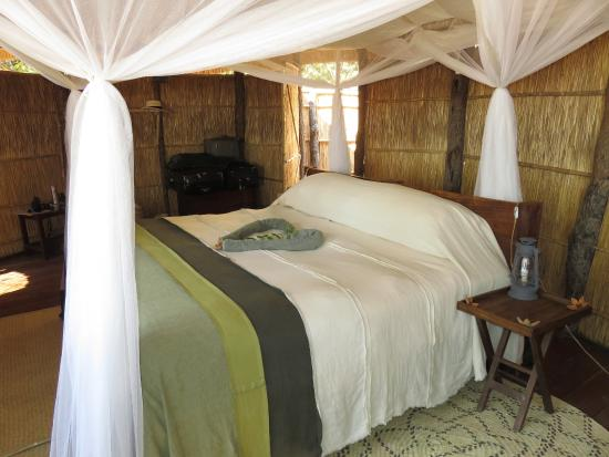 Nsolo Bush Camp - Norman Carr Safaris: Bedroom
