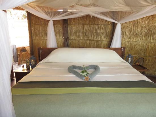 Nsolo Bush Camp - Norman Carr Safaris: Bed